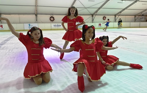 christmas show on ice - 4 girls